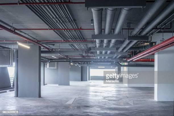empty car parking in the building - unterirdisch stock-fotos und bilder