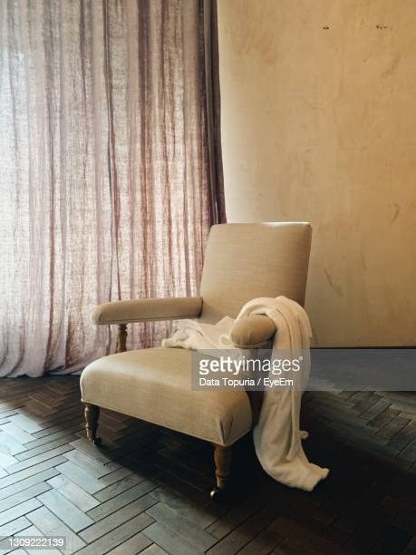 empty chair at home - data topuria stock pictures, royalty-free photos & images
