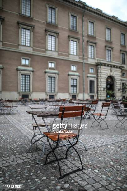 empty chair in courtyard of royal palace in stockholm, sweden - angela auclair stock pictures, royalty-free photos & images
