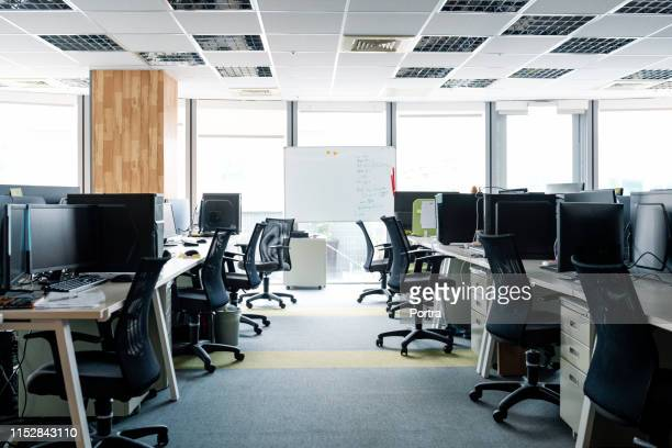 empty chairs and desktop pcs at desks in office - space stock pictures, royalty-free photos & images
