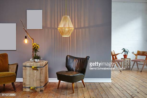 empty chairs and tables at home - lamp stock-fotos und bilder