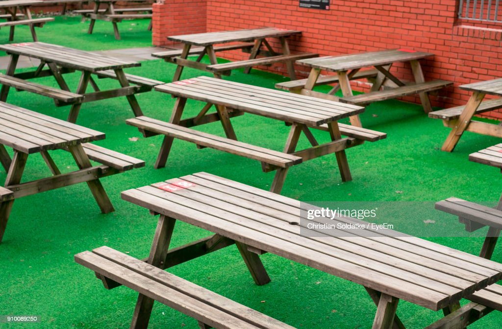 Empty Chairs And Tables At Sidewalk Cafe : Stock-Foto
