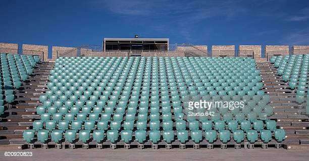 empty chairs in outdoor amphitheater - empty bleachers stockfoto's en -beelden