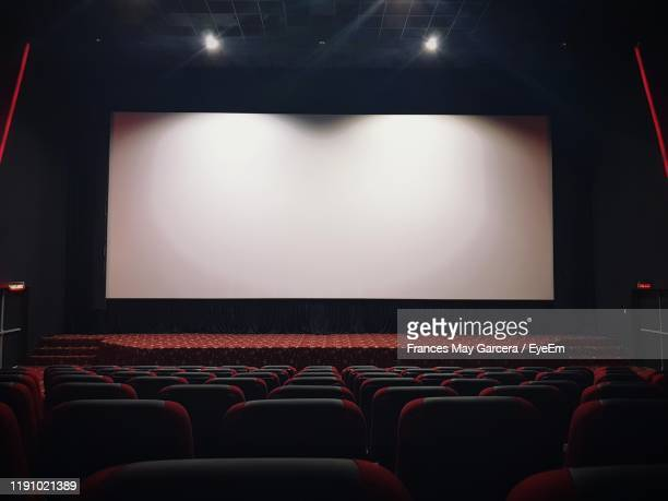 empty chairs in theater - projection screen stock pictures, royalty-free photos & images