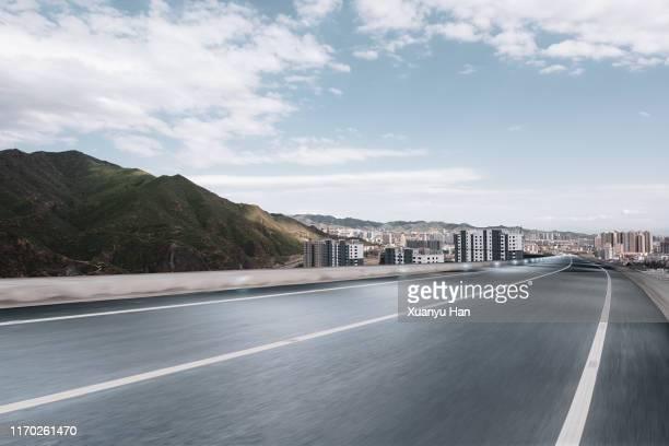 empty city road - prospettiva lineare foto e immagini stock