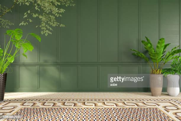 lege klassieke groene muur met installaties - bedektzadigen stockfoto's en -beelden
