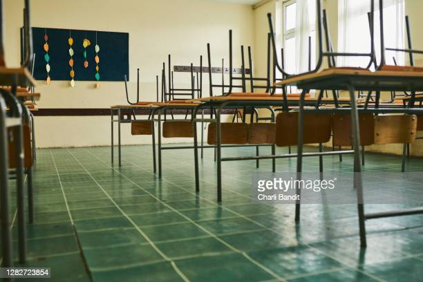 empty classroom during covid-19 pandemic - classroom stock pictures, royalty-free photos & images