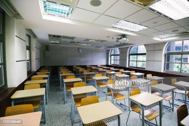 classe vuota durante il blocco - educazione foto e immagini stock