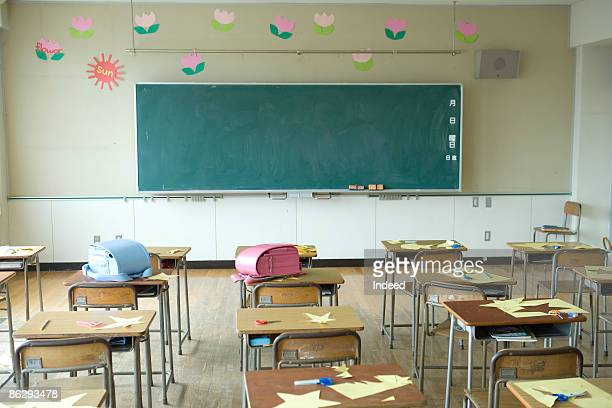 empty classroom - no people stock pictures, royalty-free photos & images
