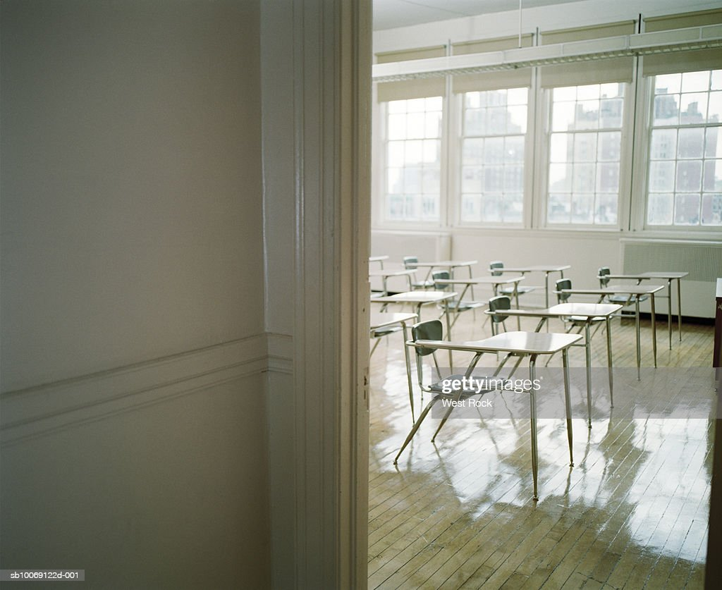 Empty classroom with desks : Stockfoto