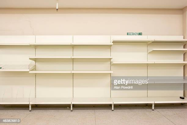 empty closed supermarket in credit crunch - panic buying stock pictures, royalty-free photos & images