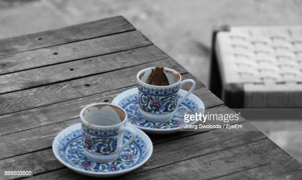 empty coffee cups on table - leftovers stock pictures, royalty-free photos & images