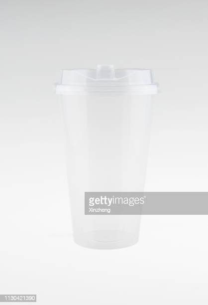 empty cold drink smoothie takeaway clear plastic disposable cup and cup lid - disposable cup stock pictures, royalty-free photos & images