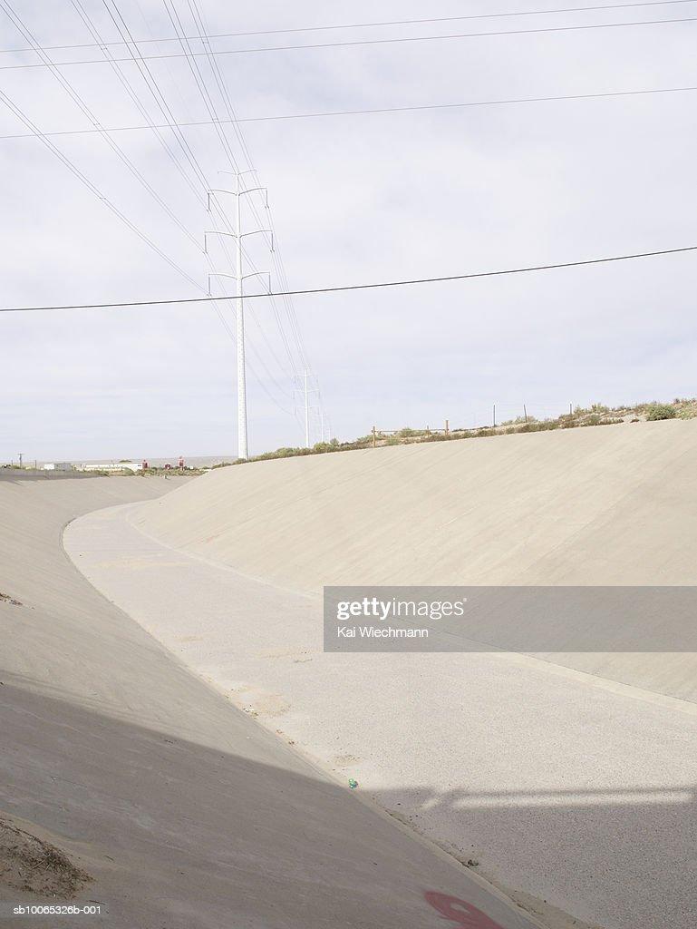 Empty concrete riverbank : Foto stock