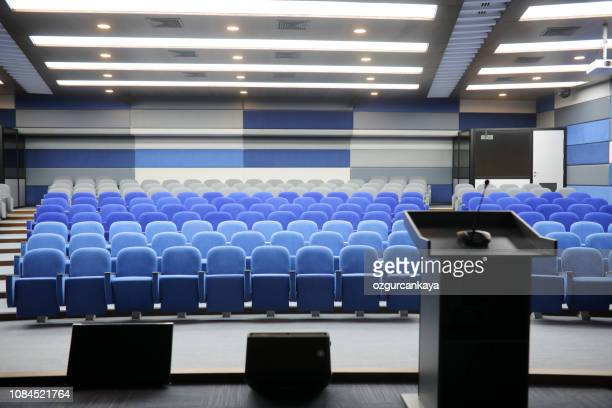 empty conference hall - press room stock pictures, royalty-free photos & images