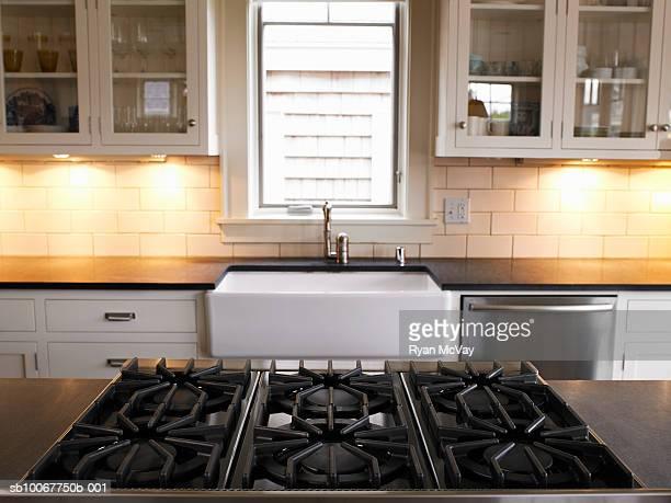 empty cooker in domestic kitchen - fornello foto e immagini stock