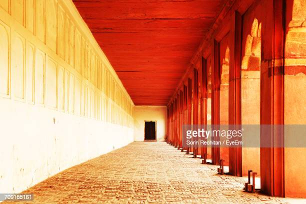 empty corridor at the red fort - interior of taj mahal stock pictures, royalty-free photos & images