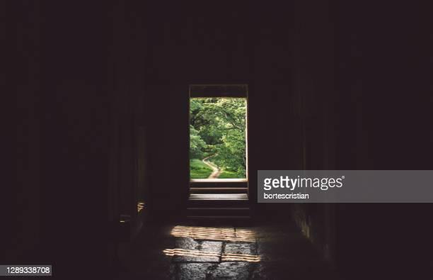 empty corridor of building - bortes foto e immagini stock