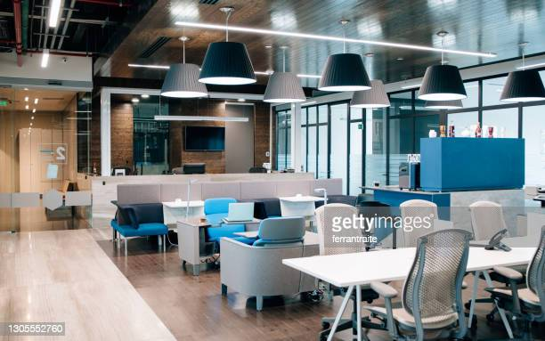 empty coworking office - hot desking stock pictures, royalty-free photos & images