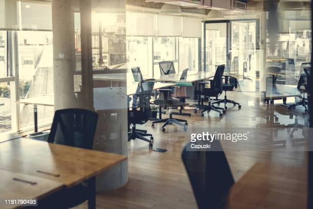 empty coworking work stations - empty desk stock pictures, royalty-free photos & images