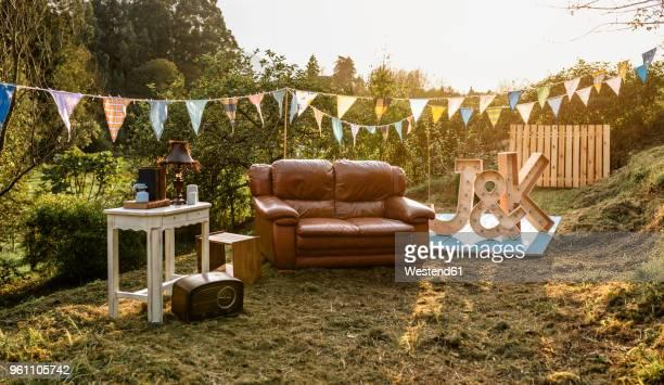 empty decoration set for party in the field - gartenparty stock-fotos und bilder