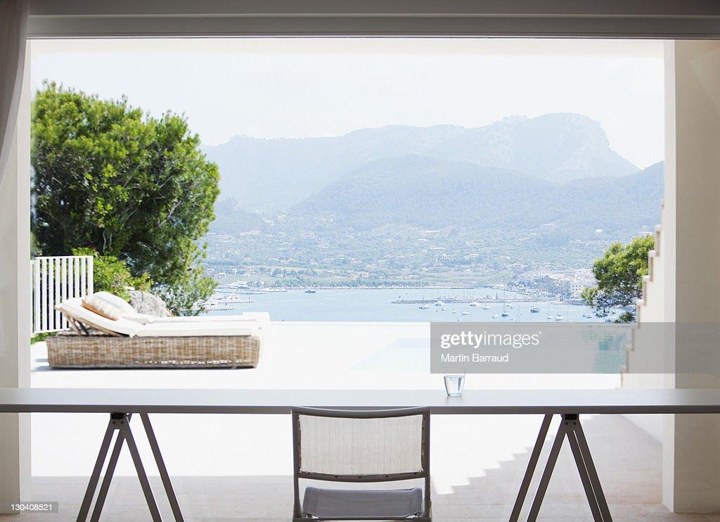 Bureau vide dans maison moderne : Photo