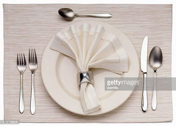 Vacío plato para la cena, cuchillo y tenedor