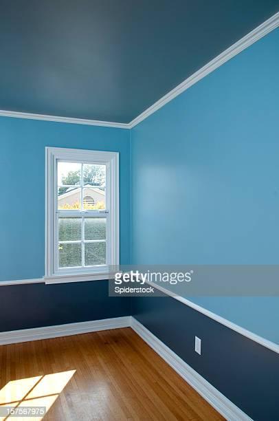 Vacío Interior de habitación bañada en luz natural