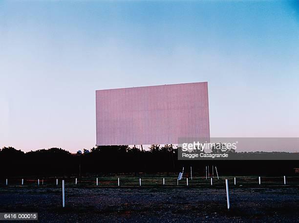 empty drive-in theater - autokino stock-fotos und bilder