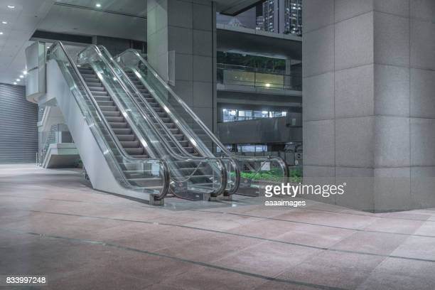 empty escalator outdoors - escalator stock pictures, royalty-free photos & images
