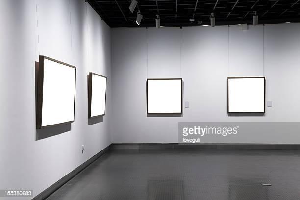 Cadre vide au musée