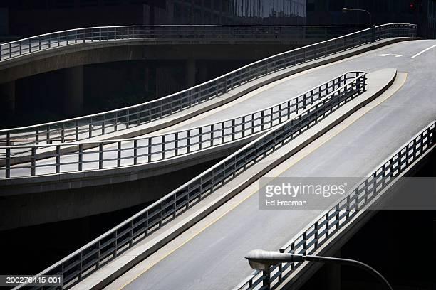empty freeway, elevated view - 人気のない道路 ストックフォトと画像