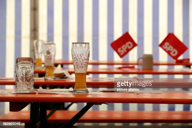 Empty glasses standing on beer tables after the SPD's PoliticalAsh Wednesday event in Vilshofen Germany 14 February 2018 Photo KarlJosef...