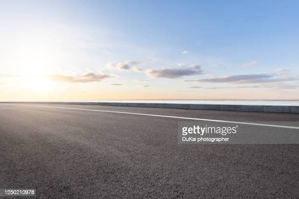 empty highways - motor racing track stock pictures, royalty-free photos & images