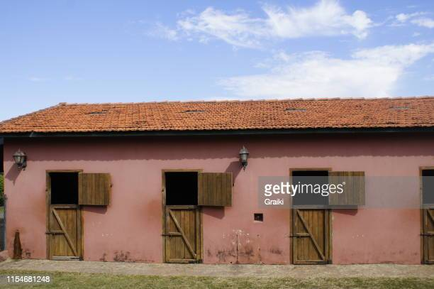 empty horse stall - sorocaba stock pictures, royalty-free photos & images