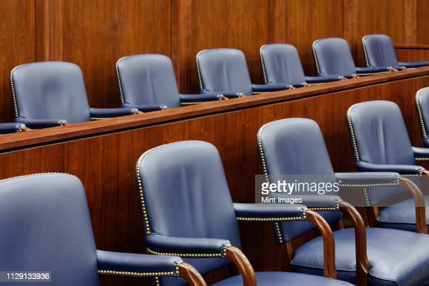 empty jury seats in courtroom - crime or recreational drug or prison or legal trial stock-fotos und bilder