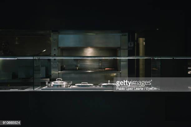empty kitchen in restaurant - empty restaurant stock pictures, royalty-free photos & images