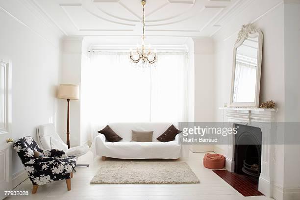 empty living room - 鏡 物品 個照片及圖片檔