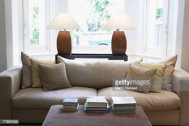 Leere Wohnzimmer mit couch und Couchtisch