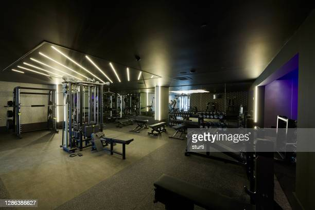 empty modern gym - health club stock pictures, royalty-free photos & images