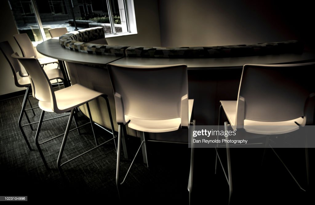 empty modern office chairs ストックフォト getty images