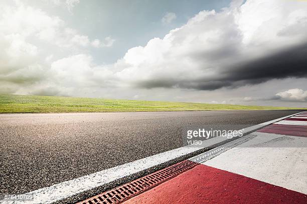 empty motor racing track - motor racing track stock pictures, royalty-free photos & images