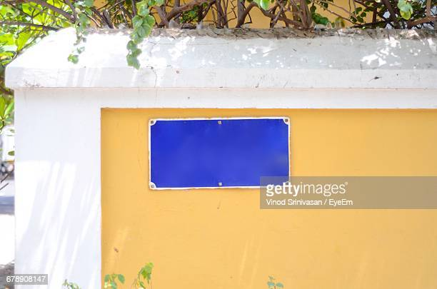 empty nameplate on surrounding wall - nameplate stock pictures, royalty-free photos & images