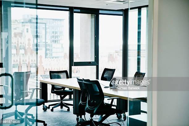 empty office conference room - 会議施設 ストックフォトと画像