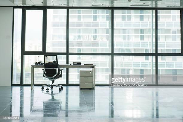empty office - sedia da ufficio foto e immagini stock
