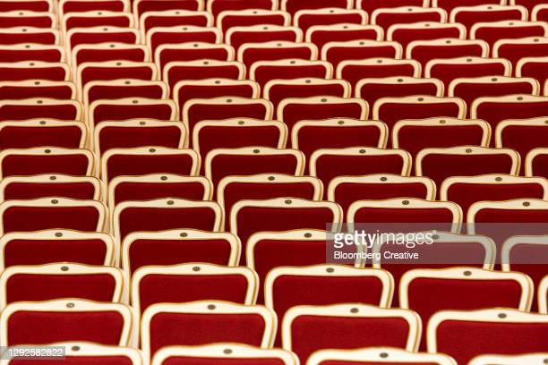 empty opera seats - ópera fotografías e imágenes de stock