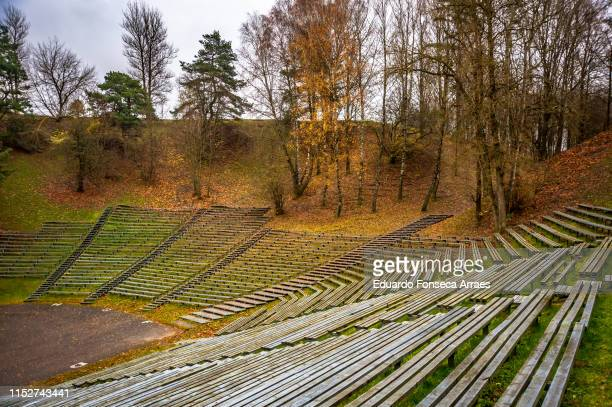 empty outdoor amphitheater at the top of the park - amphitheatre stock pictures, royalty-free photos & images