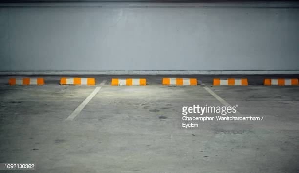 empty parking lot against wall - parking garage stock pictures, royalty-free photos & images