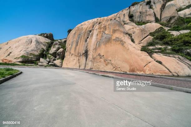 小洋山停车场-empty parking lot front of mountain ranges - front view photos et images de collection