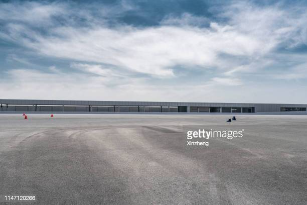 empty parking lot - training grounds stock pictures, royalty-free photos & images